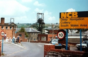Deep Navigation Colliery by Tom Jolliffe